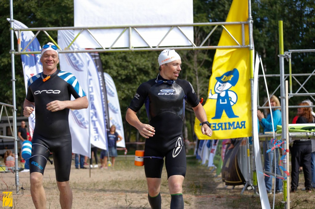 Trail Team Andreas / Tomas målgång på Skärgårdsutmaningen 2014. Foto: Mattias Gustafsson / Skärgårdsutmaningen.