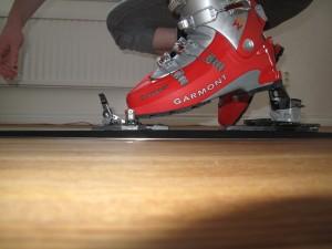 Bakre delen av bindningen är här roterad till läget för brant stigning, med hälen långt upp.