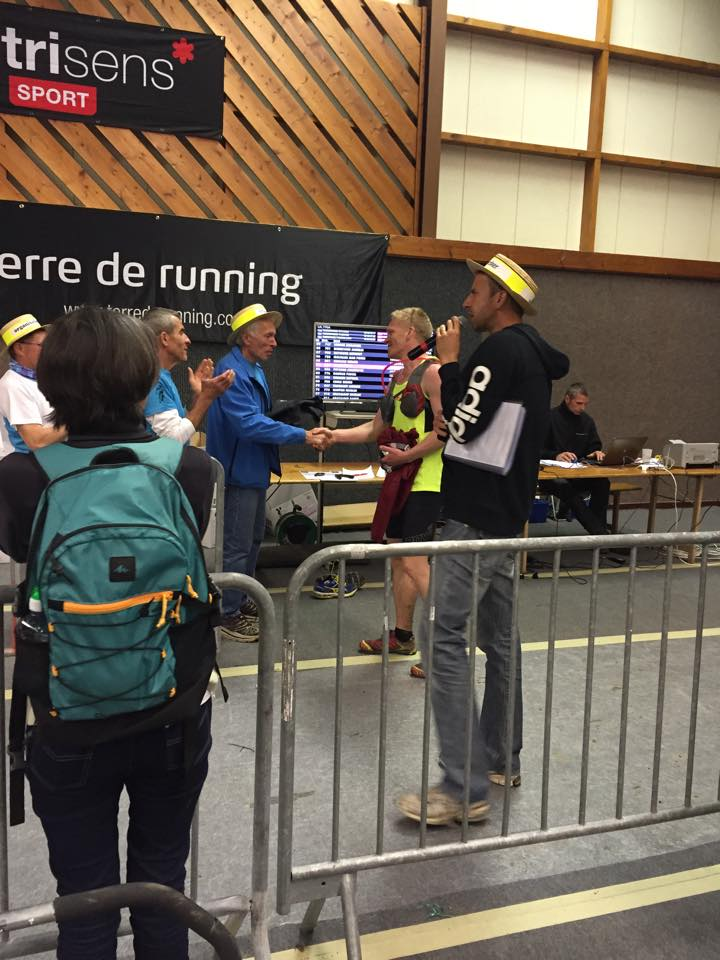 ultra-des-coursieres-2015-andreas-thanking-race-organizers