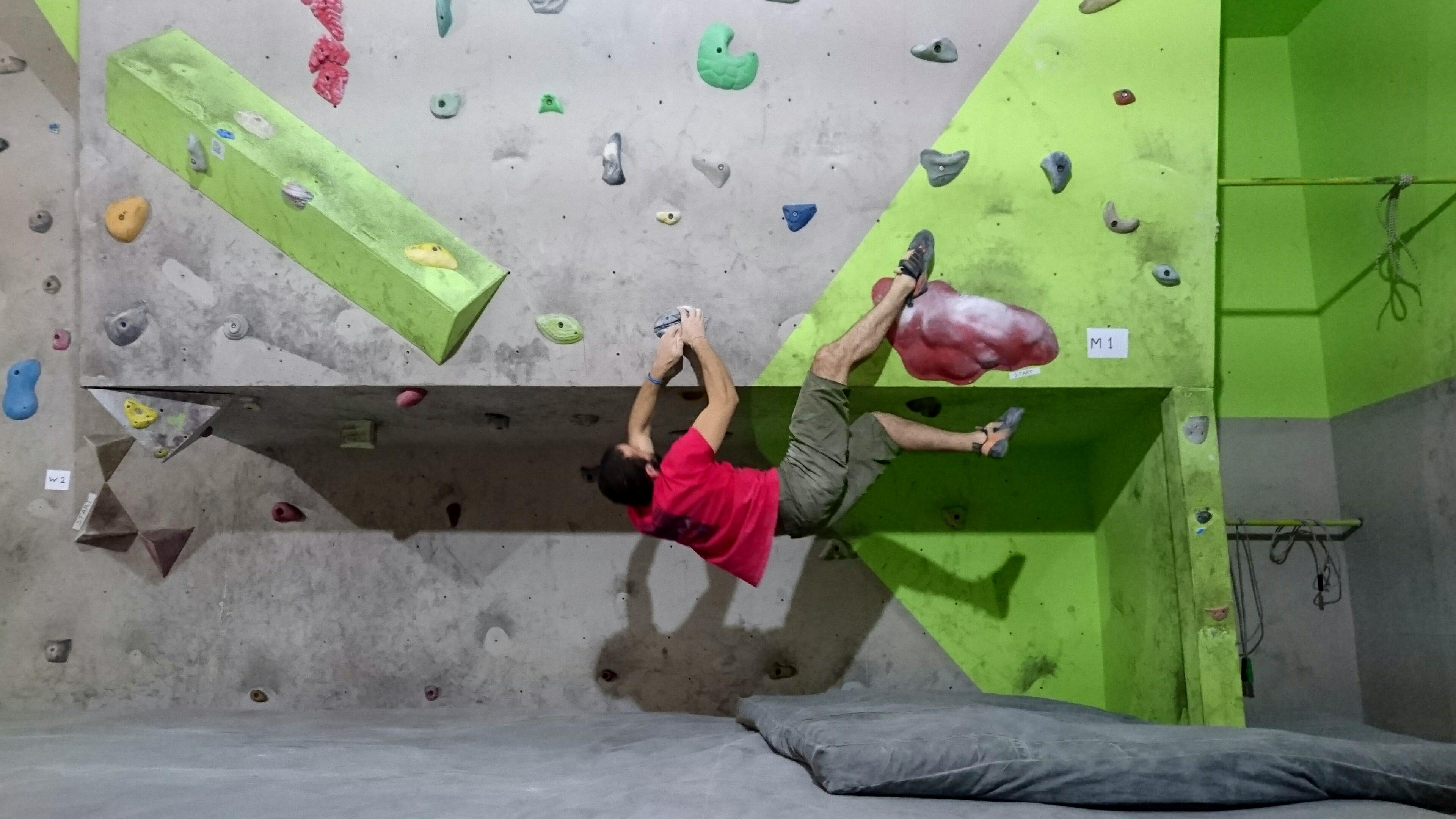 Bouldering på Pro Climbers i Tbilisi. Eventuellt även känt som Alp Club.