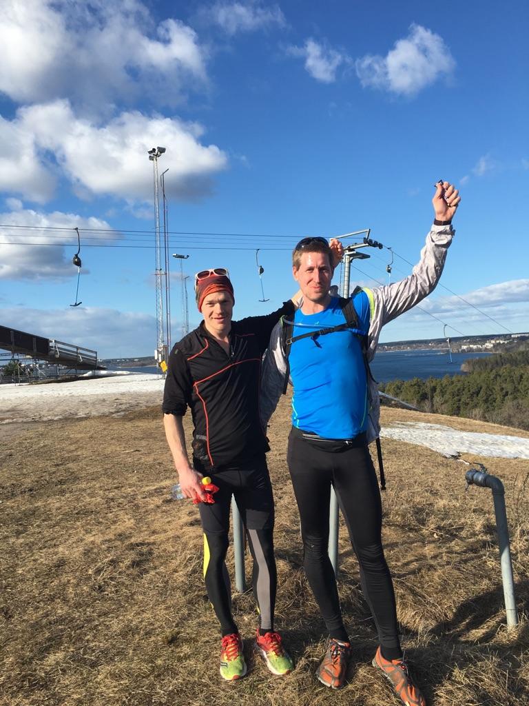 Jag och Mikael Rodemar strax efter målgång på Brukets backe.