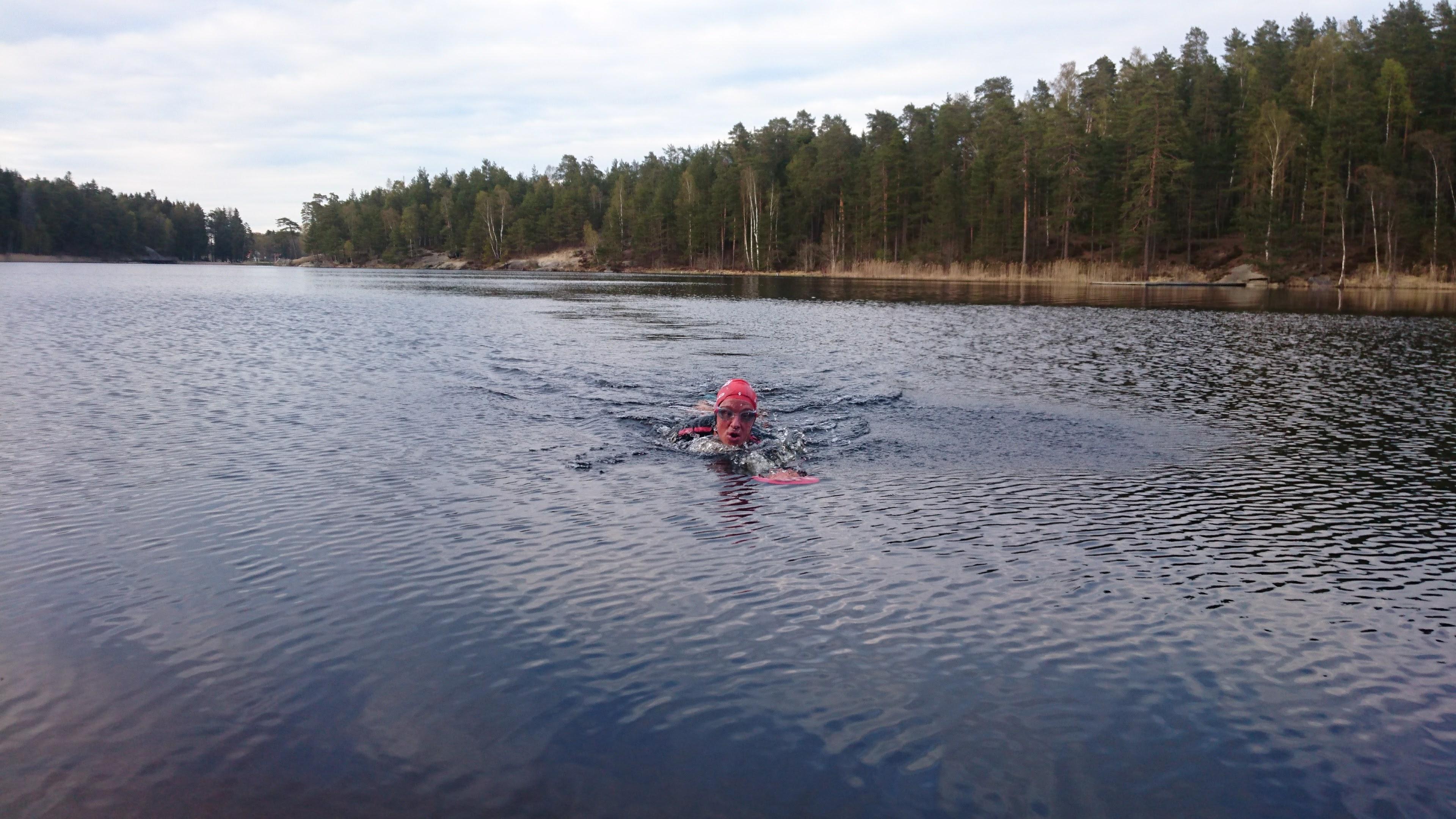 Henrik simmar i Nedre Rudan.